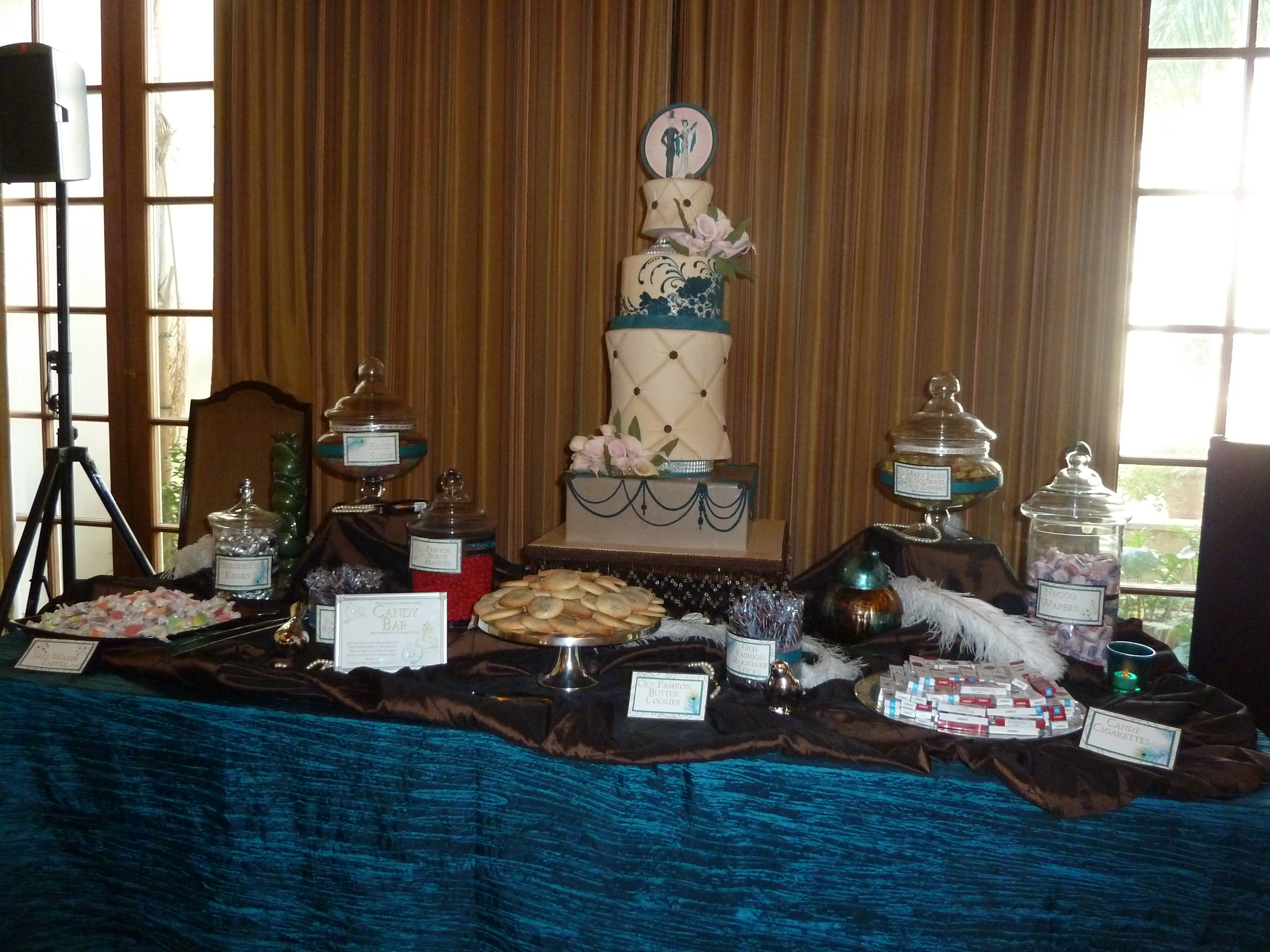 easy budget tips for wedding vendors www.wifemomhouseohmy.com