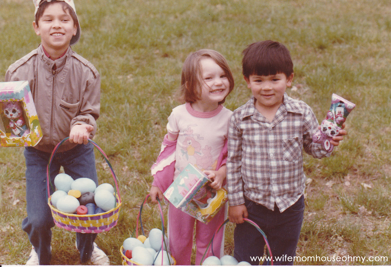 Easter Egg Hunts Ideas www.wifemomhouseohmy.com
