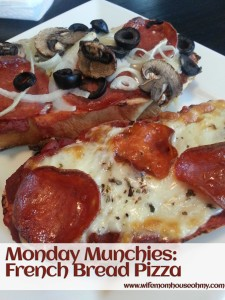 Monday Munchies: French Bread Pizza www.wifemomhouseohmy.com