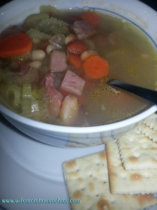 Monday Munchies: Quick Ham and Bean Soup Close Up www.wifemomhouseohmy.com